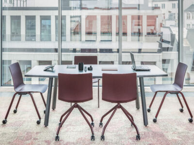 Solera – Barrel Shaped Meeting Table With White Legs.
