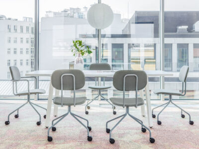 Solera – Barrel Shaped Meeting Table With White Legs..