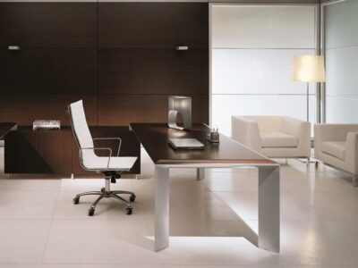 Naya – Executive Desk with Aluminium Legs
