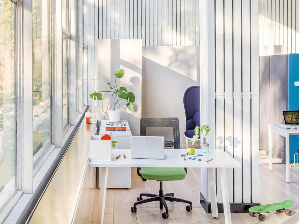 Mocko – Office Desk Range With White Leg