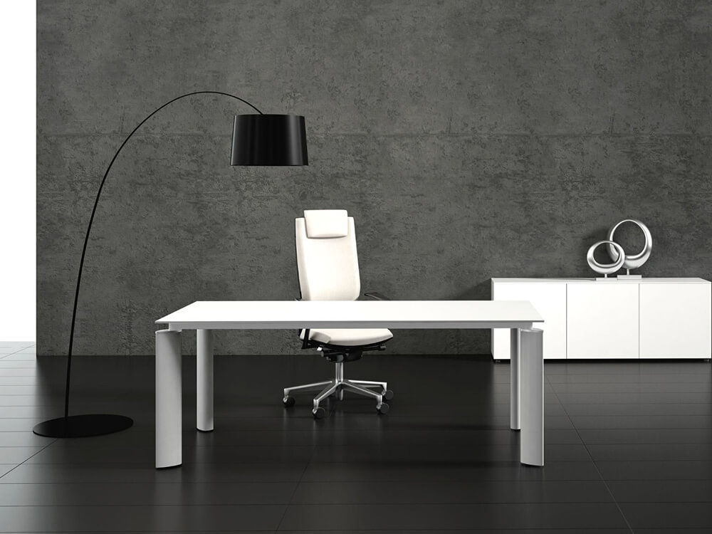 Reve – Glass Meeting Table With Black Legs