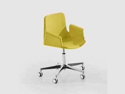 Juliet – Winged Armchair with Five-Star Wheeled Base