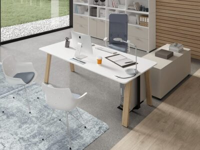 Minimo 2 - Simple Executive Desk with wooden legs