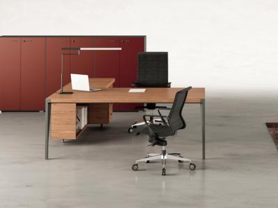 Buono 1 Sleek Executive Desk In Wood Veneer