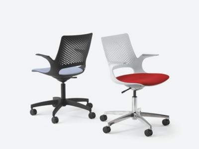 Groove Plastics Swivel Visitor Chair1