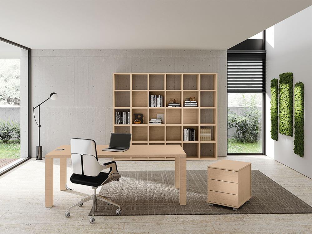 Bravvo 1 Executive Desk In Square Shaped Legs Main Image
